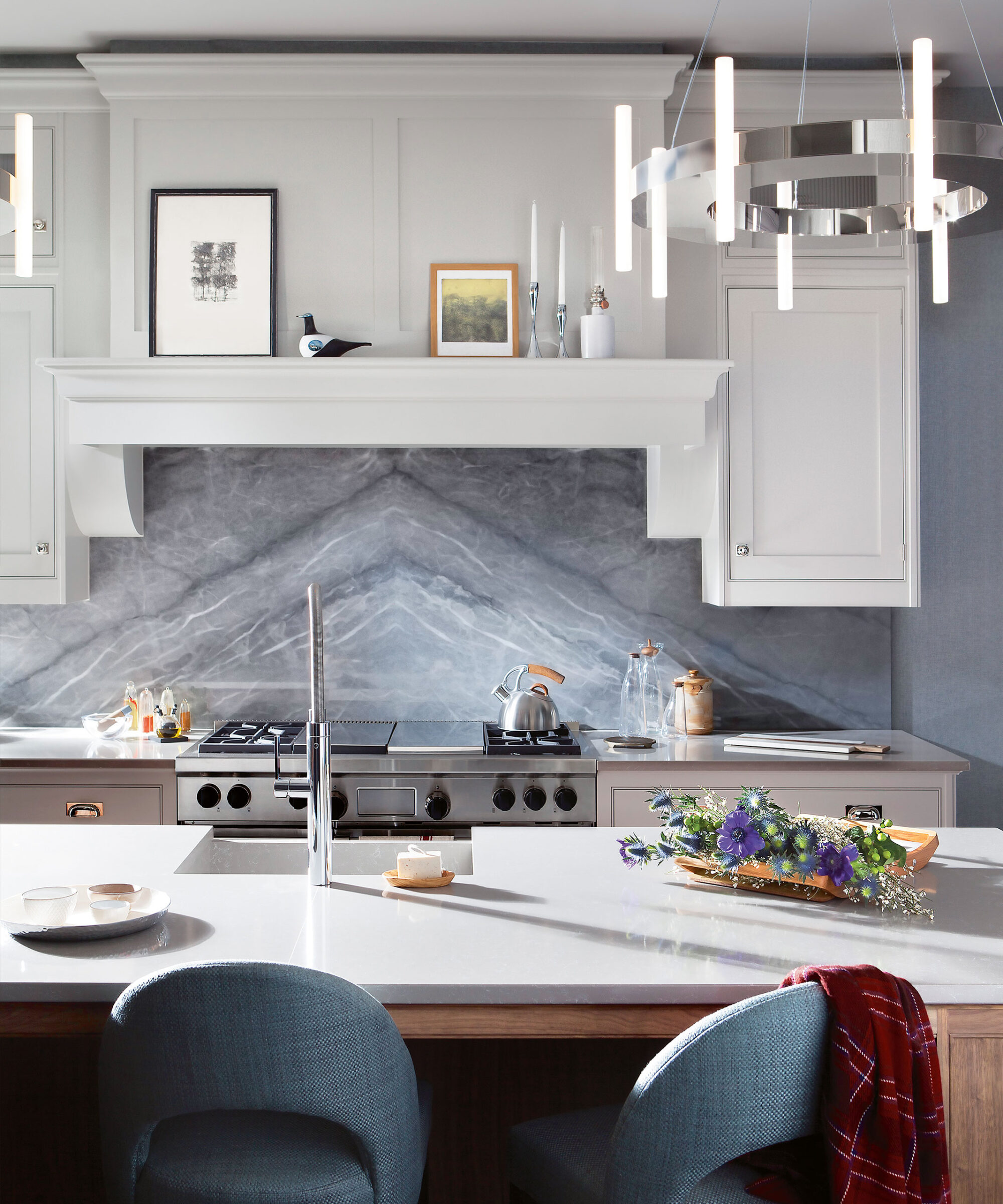Smallbone Iconic handpainted kitchen in cream with grey bookmatched marble splash back